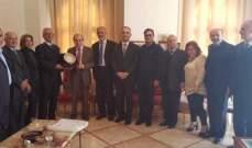 الخليل قدم لبلدية راشيا الفخار هبة مالية لاقامة ناد رياضي بالبلدة