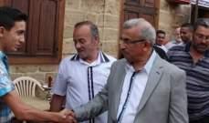 أسامة سعد يؤدي صلاة العيد في المسجد العمري الكبير