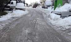 الجليد قطع طرق جرد الضنية وتسبب بإغلاق المدارس