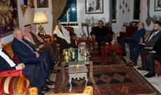 جنبلاط التقى سفراء السعودية والإمارات والكويت وعرض معهم للأوضاع الراهنة