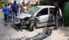 4 جرحى نتيجة تصادم بين سيارتين على طريق عام البازورية - صور