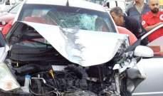 جريح نتيجة تصادم بين سيارة وفان وانقلابه على اوتوستراد الصفرا