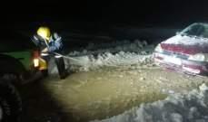انقاذ 4 أشخاص احتجزتهم الثلوج داخل سيارة في مرجحين