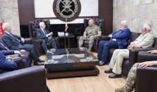 قائد الجيش عرض مع الاحمد ودبور وابوالعردات اوضاع المخيمات