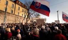 تظاهرات أمام مبنى البرلمان في سلوفاكيا ضد الحكومة الجديدة