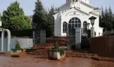 النشرة: تدفق مياه الامطار من السلسلة الشرقية الى داخل بلدة عنجر