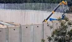 النشرة: قوات إسرائيلية تقوم بتركيب سياج شائك على الجدار الإسمنتي مقابل العديسة