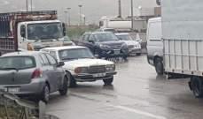 حادث مروري على اوتوستراد الدامور الناعمة يسبب بازدحام سير بالمحلة