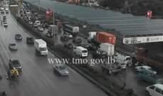 حركة المرور كثيفة من اوتوستراد الرئيس لحود باتجاه الكرنتينا وصولا الى الدورة