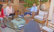 جنبلاط عرض الأوضاع السياسية العامة مع سفيرة الاتحاد الاوروبي