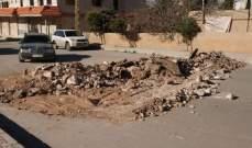النشرة: أهالي حي الشراونة قطعوا الطريق بالقرب من حاجز الجيش احتجاجا على المداهمات