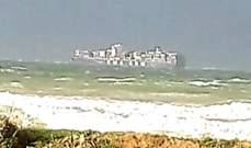 جنوح باخرة شحن تجارية باتجاه شاطىء عكار بسبب الرياح القوية