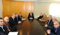 فنيانوس عرض مع نقابات النقل البري شؤون القطاع