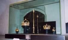 """مجوهرات التاج السويدي في """"صفيحة قمامة"""""""