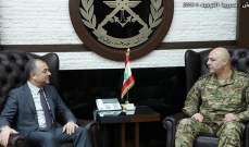 وزير الدفاع التقى قائد الجيش وتفقد غرفة عمليات القيادة