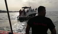 عناصر من وحدة الإنقاذ البحري بالدفاع المدني سحبوا زورقا سياحيا في جونية