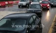 حركة المرور كثيفة على اوتوستراد خلدة باتجاه الاوزاعي بسبب حفرة محلة المدورة