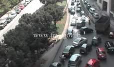 تعطل شاحنة داخل نفق سبيرز باتجاه جسر الرينغ - بيروت وحركة المرور كثيفة