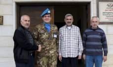رئيس بلدية معركة منح آبانيارا شهادة المواطنة الفخرية
