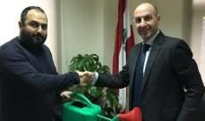 """مواطن يدعم جمعية """"جذور لبنان"""" عبر إهداء وزير البيئة مرشة لري المزروعات"""
