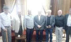 حردان التقى في دارته وفدا من حزب الله واخر من الشيوعي