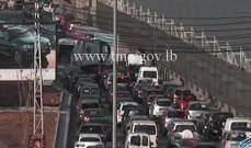 التحكم المروري:تعطل مركبة على أوتوستراد الرئيس لحود وحركة المرور كثيفة