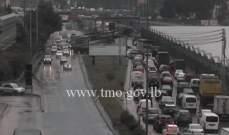 حركة المرور كثيفة من اوتوستراد الرئيس لحود باتجاه الكرنتينا وصولا لنهر الموت