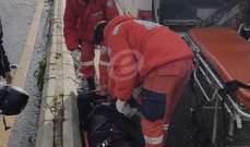 النشرة: اصابة 3 أشخاص بحادث سير بين سيارتين على طريق عام بلونة