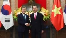 رئيس كوريا الجنوبية يلتقي برئيس فيتنام في القصر الرئاسي بهانوي