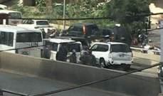 جريح بحادث سير بين حافلة تابعة للـUN وعدد من السيارات على جسر الحازمية