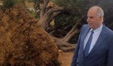 رئيس بلدية مشمش جال على المناطق المتضررة من العاصفة وطالب بالتعويض عليها