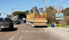 تعطل شاحنة على منعطفات عاريا صعوداً وحركة المرور كثيفة في المحلة