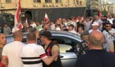 العسكريون المتقاعدون اقفلوا مداخل مرفأ بيروت مانعين الدخول اليه
