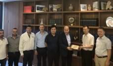 رئيس بلدية جبيل عرض مع وفد صيني المشاريع التي تنفّذها البلدية