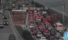 تعطل شاحنة على أوتوستراد الرئيس لحود باتجاه الكرنتينا يسبب ازدحاما مروريا
