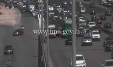 تصادم بين شاحنة وفان لنقل الركاب على جسر انطلياس باتجاه جل الديب