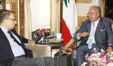 المشنوق التقى سفير مصر وعرض التطوّرات في لبنان والعراق مع علاوي