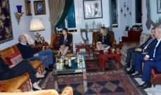 جنبلاط استقبل السفيرة الكندية وعرض معها التطورات السياسية