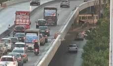 حادث تصادم بين شاحنة وسيارة على جسر الكولا والاضرار مادية