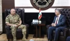 السفير دبور بعد لقائه قائد الجيش: نثمن قراره ازالة البوابات الالكترونية