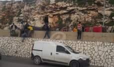النشرة: جرحى بإنقلاب فان لنقل الركاب على اوتوستراد الجية - بيروت