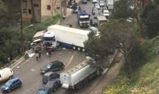 جريح نتيجة تصادم بين شاحنة وبيك آب على اوتوستراد بيروت البقاع بعاريا