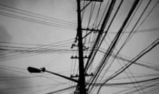 مجهولون سرقوا أسلاكا عن أعمدة الكهرباء في الدوير