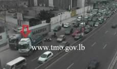 حركةالمرور خانقة من الوسط التجاري بيروت باتجاه شارلالحلو بسبب تعطل شاحنة