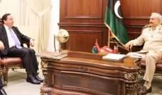حفتر أبلغ وزير خارجية تونس التزامه بمخرجات مؤتمر باريس وبالحل السياسي بليبيا