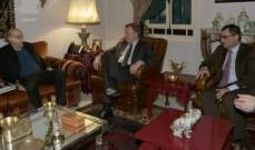 جنبلاط عرض التطورات السياسية معنائب رئيس البرلمان الألماني