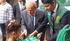 حمادة وقنصل السعودية يوزعان حقائب مدرسية وتجهيزات لطلاب مدرسة رسمية ببئر حسن