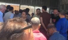 """اعتصام لموظفي شركة """"فانتازيا"""" بعد التلويح بطردهم تعسفيا امام الشركة في الشويفات"""