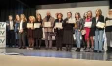 توزيع الجوائز على الفائزين في المسابقة المدرسية عن اللاعنف