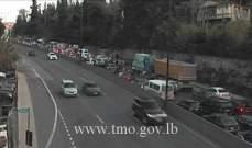 حركة المرور خانقة من الفياضية باتجاه الكحالة بسبب تعطل شاحنة في المحلة
